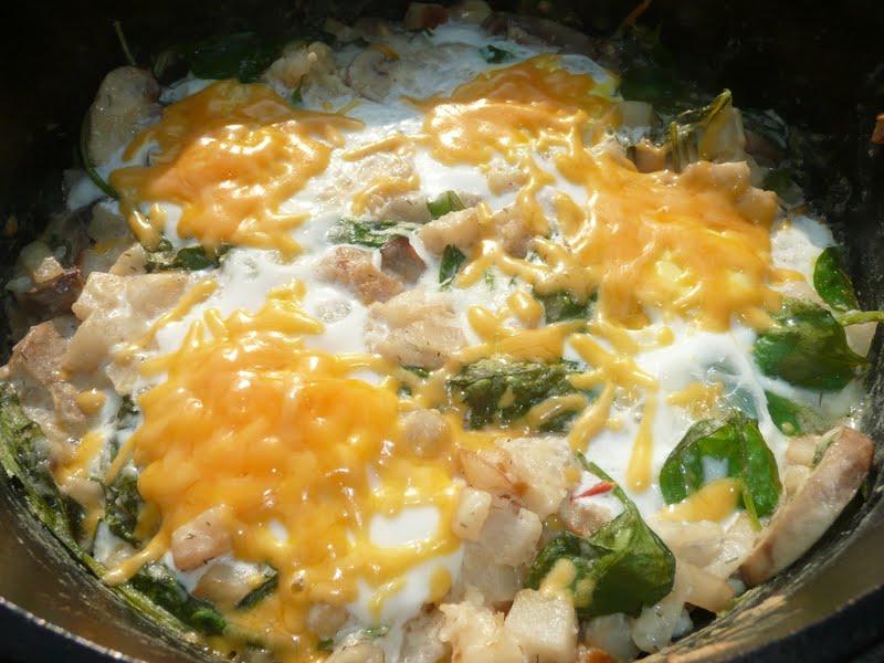 how to make dutch oven cheesy potatoes