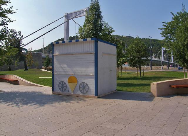 bódé, Rogán Antal, V. kerület, Budapest, Belváros, Hungary, Magyarország, design, formatervezés, fagylalt, világváros
