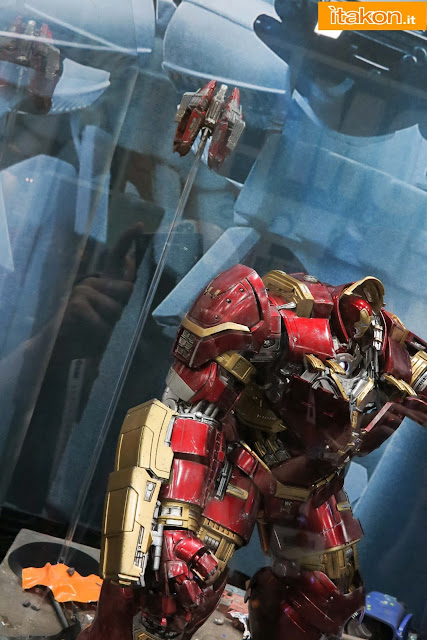 [Hot Toys] Avengers: Age of Ultron - Hulkbuster - Página 14 Hot-toys-sdcc-2015-165