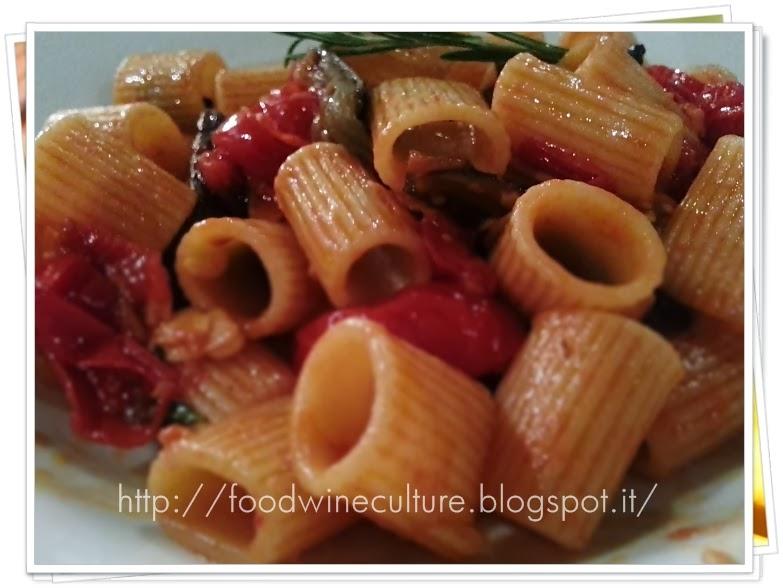 Paccheri ai Pomodorini Freschi, Melanzane e Scaglie di Mandorle
