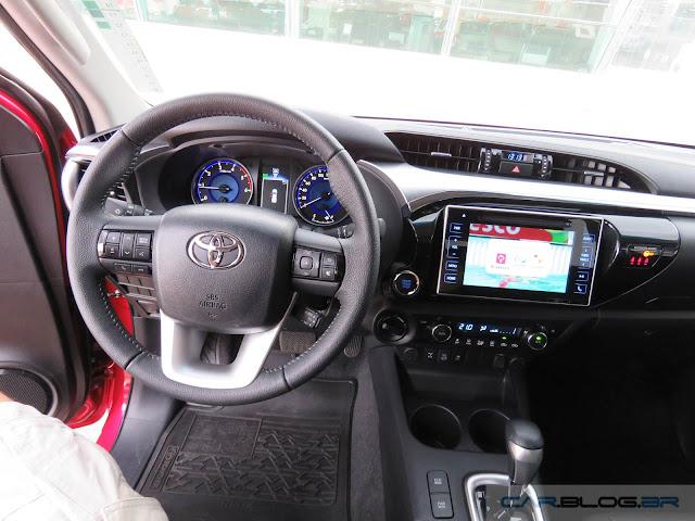 Toyota Hilux SRX 2016 - interior