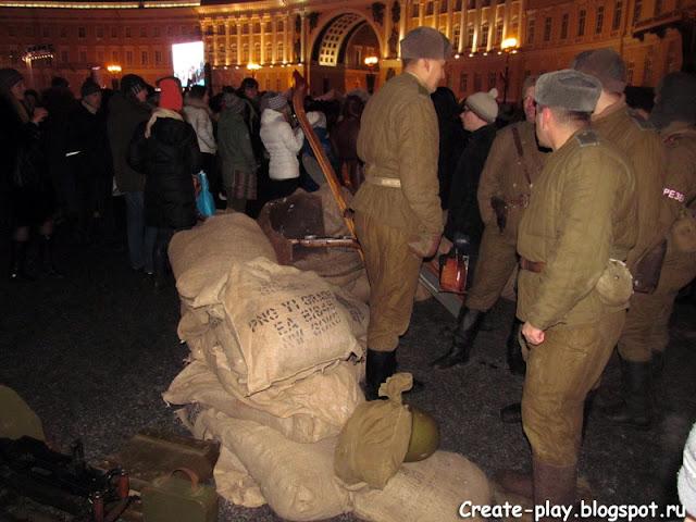 выставка военной техники на Дворцовой в Петербурге