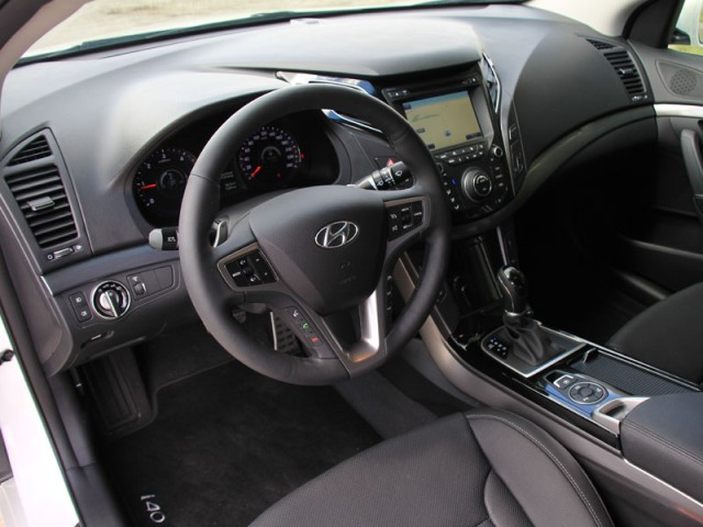2013 hyundai i40 sedan interior