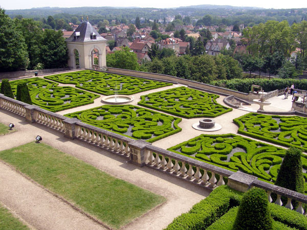What is a parterre the garden of eaden for Jardin pronunciation