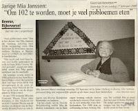 """De kranige Mia Janssen werd 102 jaar, dat in het rusthuis """"Heiberg"""" feestelijk werd gevierd"""