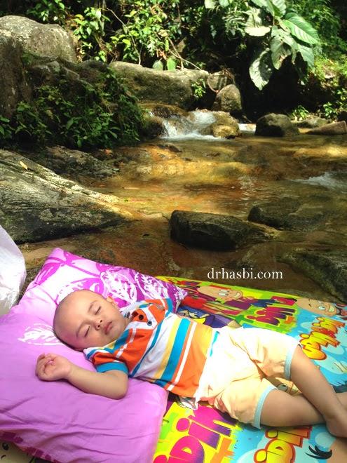 Baby tidur dulu kat FRIM