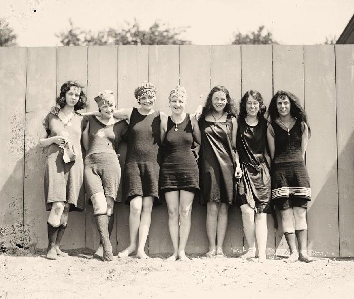 Traje Baño Hombre Antiguo: una gran cantidad de agua Un traje de baño para uso deportivo
