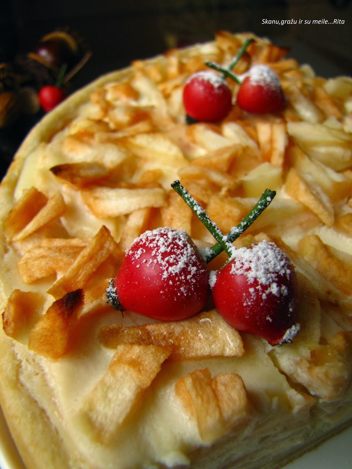 kreminis obuolių pyragas
