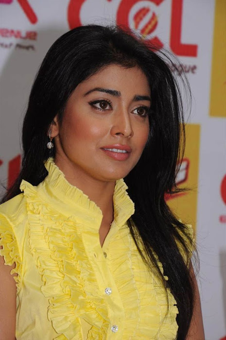 shriya saran at ccl promotional event actress wallpapers
