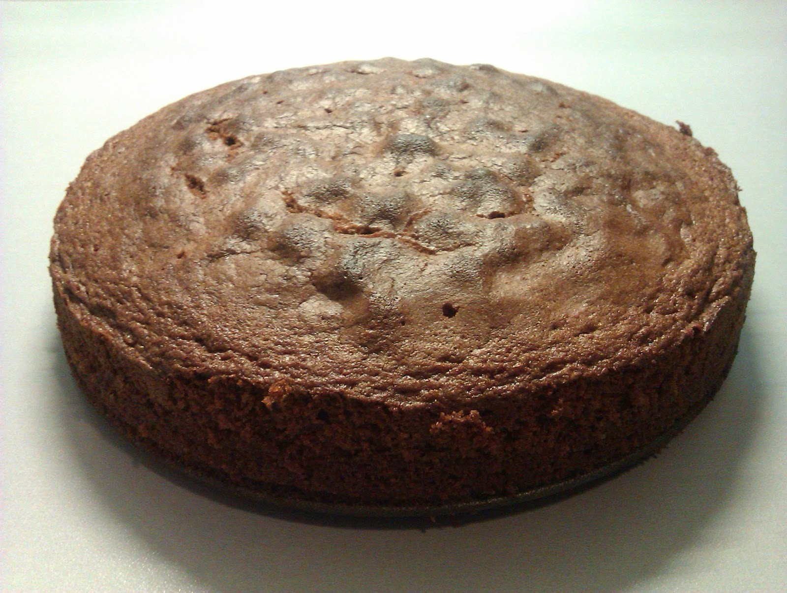 Bizcocho chocolate y mermelada con cobertura de trufa