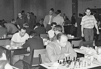 Sala de juego de la final de la II Copa de Europa de Ajedrez 1961 (con Portisch, Szabo y Unzicker)
