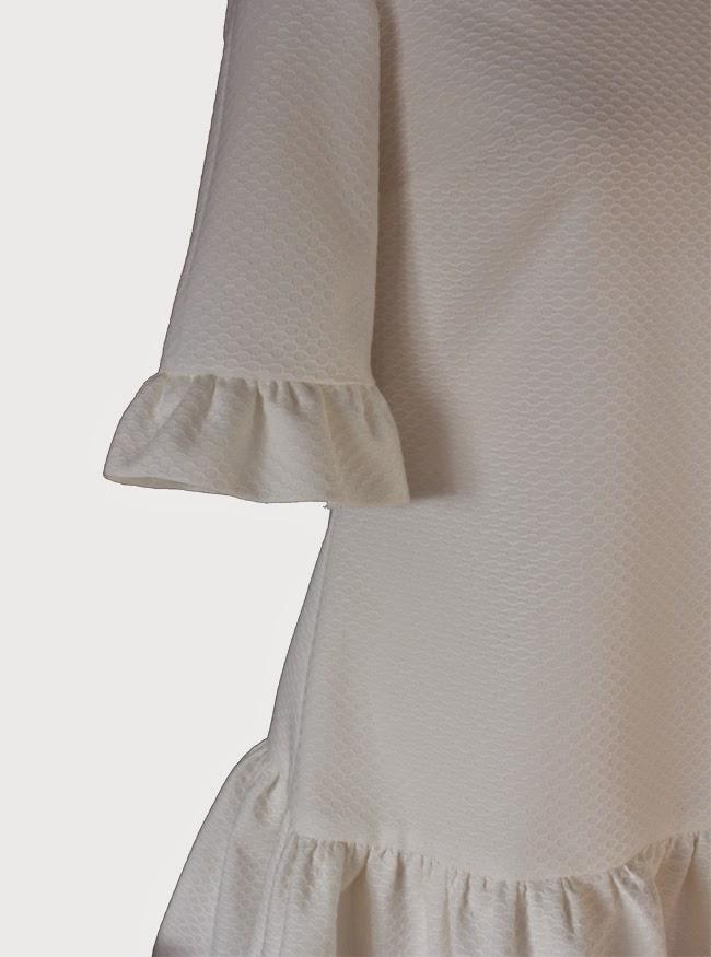 http://www.caprichosdearmario.es/vestidos/vestido-blanco-volante_84