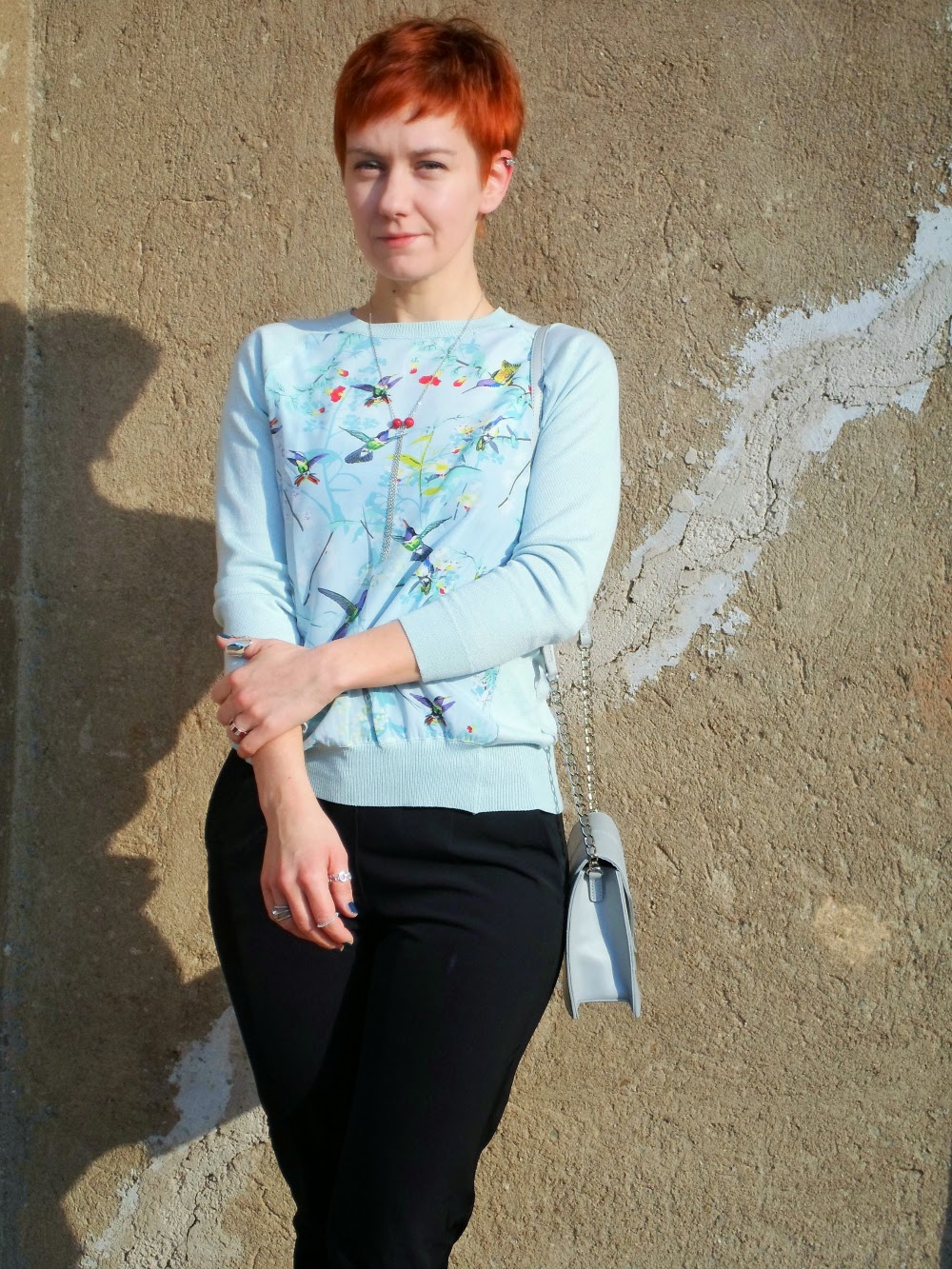 Wearing Spring - Pastell blue light sweater with flower & bird print, black blazer, black highwaist pants, silver pumps, glitter socks, heart handbag | Funky Jungle, fashion and personal style blog