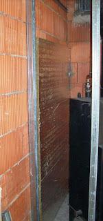 Ściana oklejona płytami izolacyjnymi