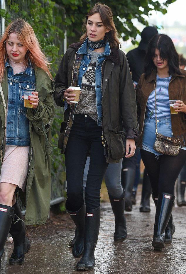 Alexa Chung S Glastonbury 2015 Festival Style The Front