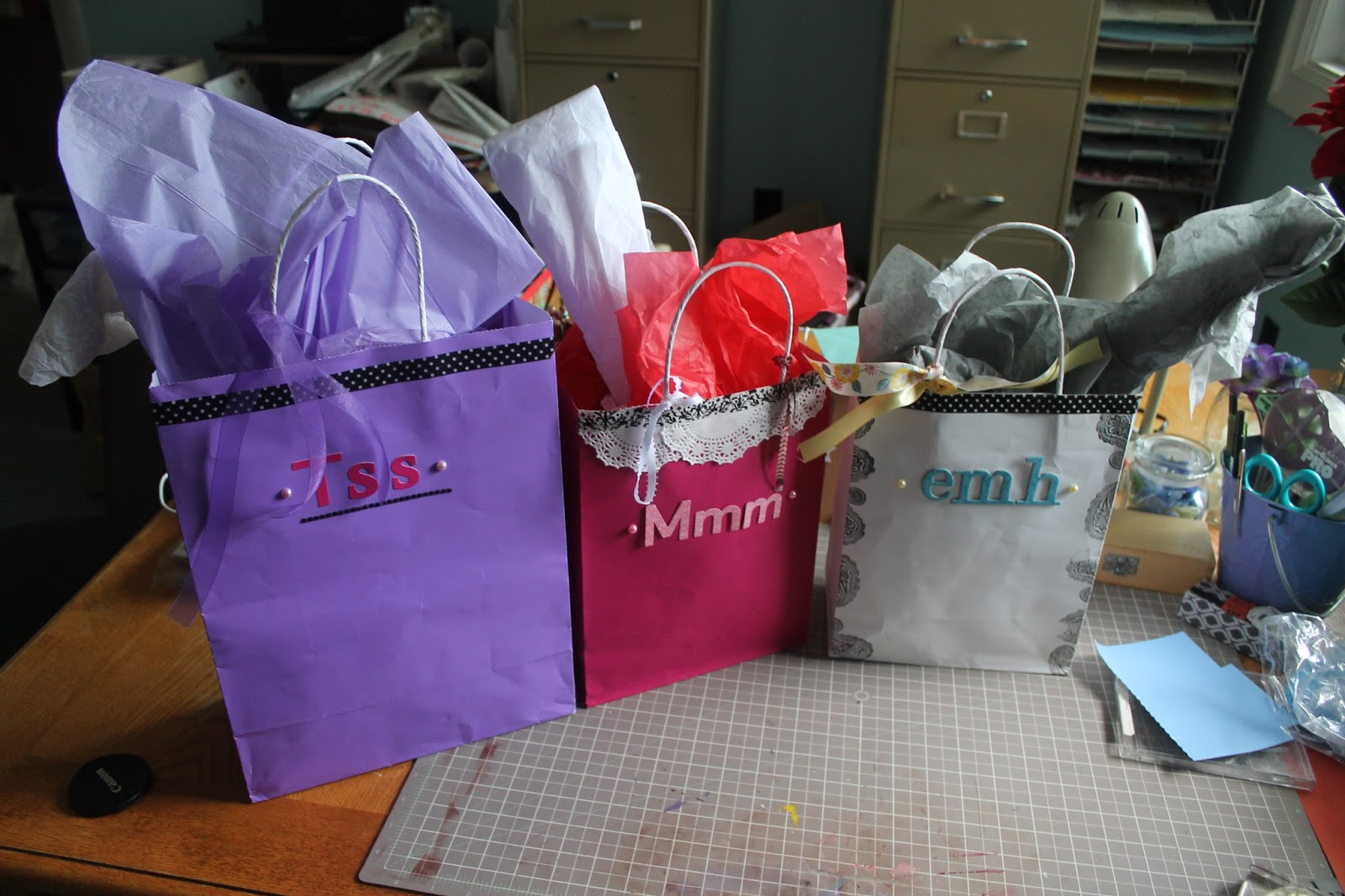 Ways to decorate gift bags - An Error Occurred