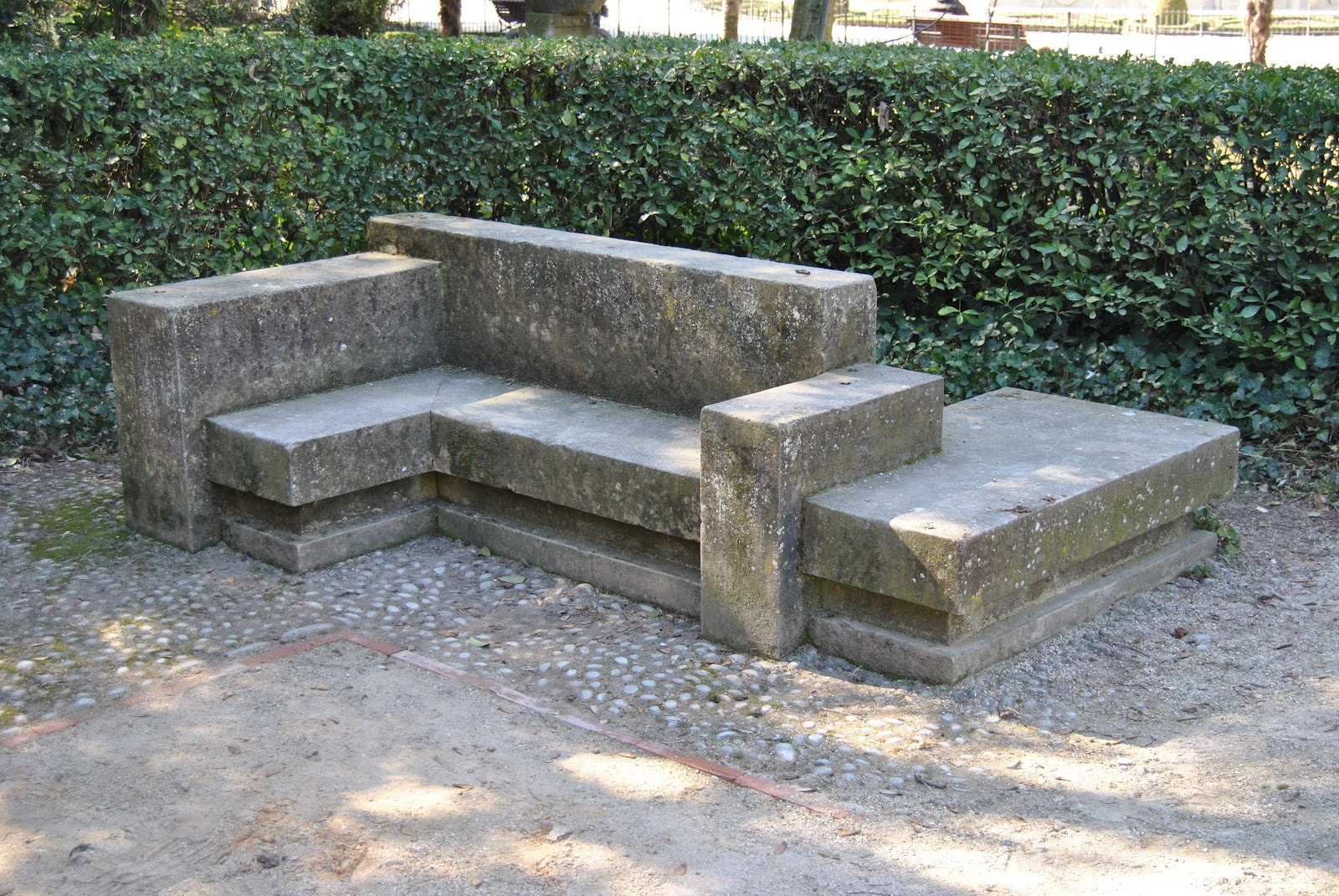 Arte en valladolid valladolid a su poeta el monumento a - Bancos de piedra para jardin ...