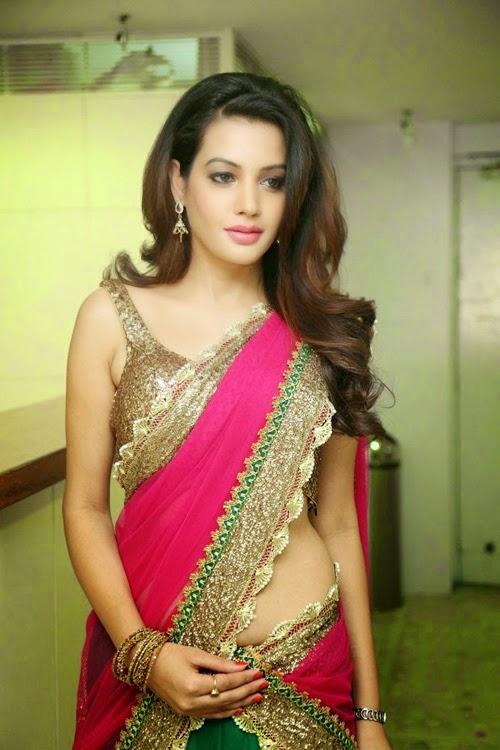 Diksha Panth at Joyalukkas International Jewellery Show