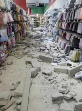 terremoto centro commerciale il castello ferrara