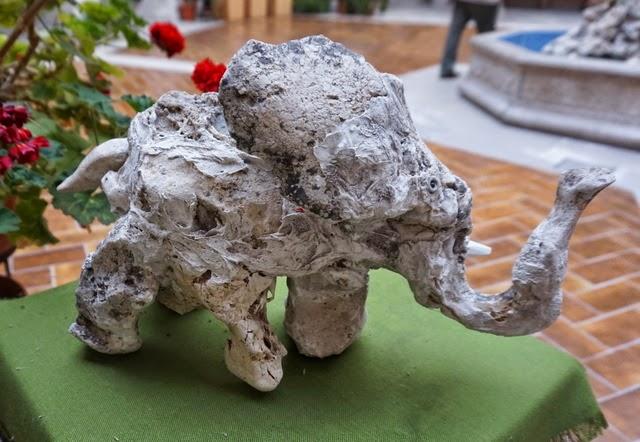 escultura piedra elefante