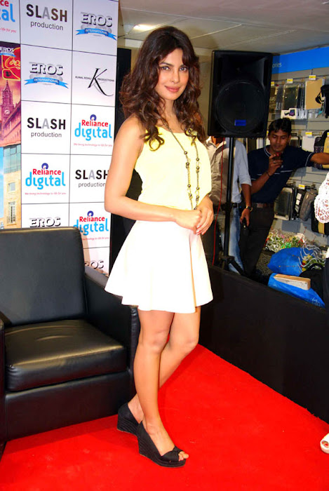 shahid & priyanka promote teri meri kahaani photo gallery