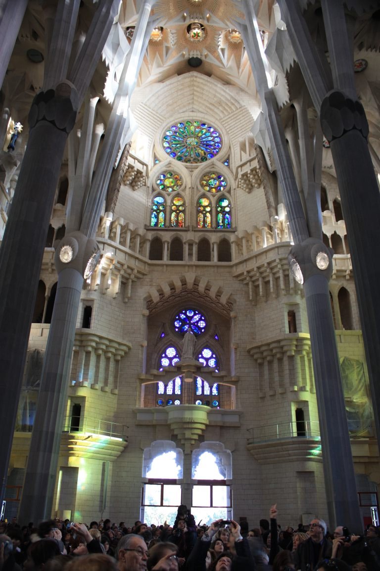 Barcelona inside the sagrada familia beautiful places for Barcelona famila