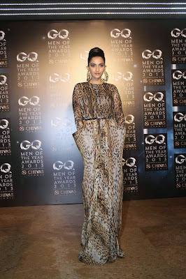 Sonam Kapoor's Sizzling dress in GQ Men of the Year Awards 2013