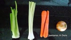 Mirepoix para o caldo de legumes