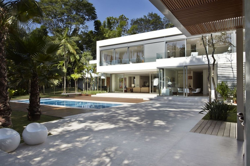 Backyard of The Morumbi Residence by Drucker Arquitetura