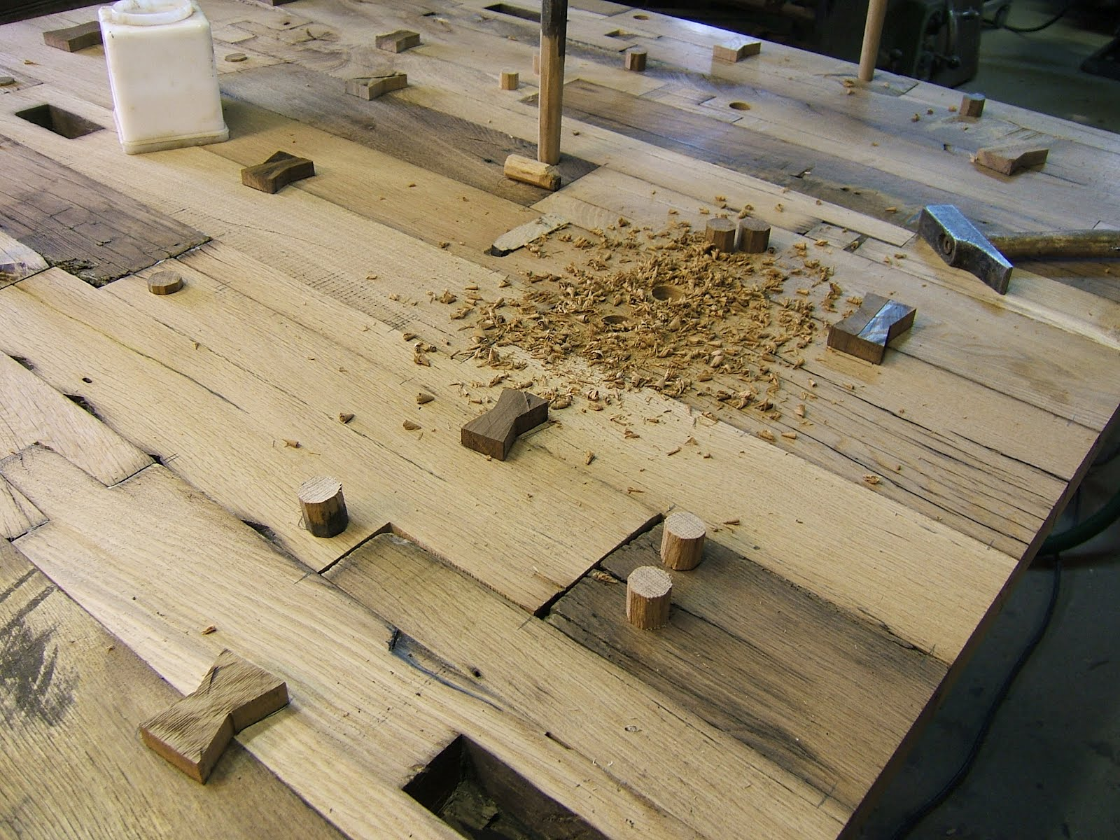nagelalt tisch aus alten eichen fachwerkbalken. Black Bedroom Furniture Sets. Home Design Ideas