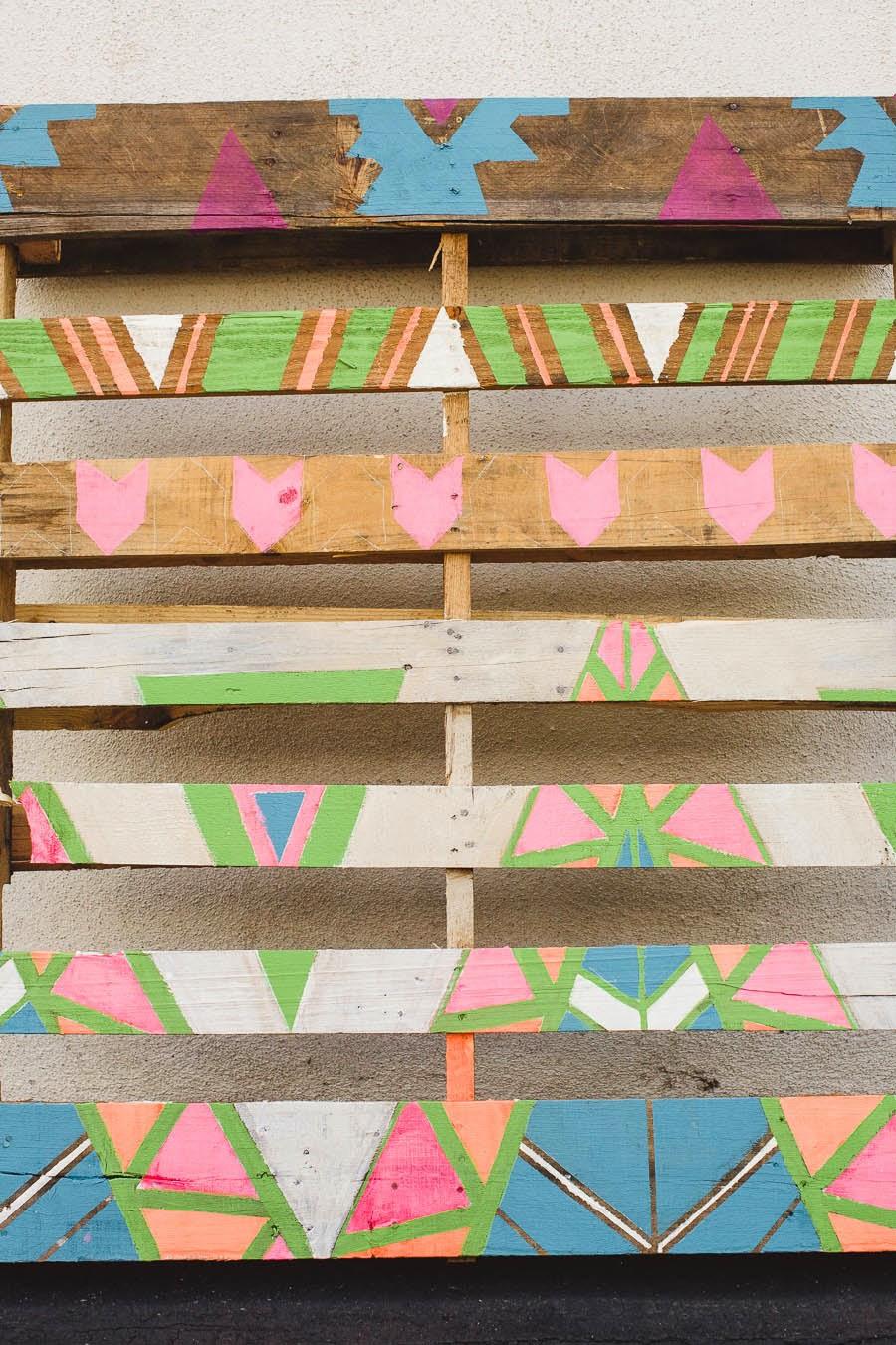 Diy photocall con palets y pintura de colores1