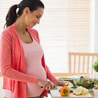 Mách mẹ món ăn lợi tiểu sau sinh