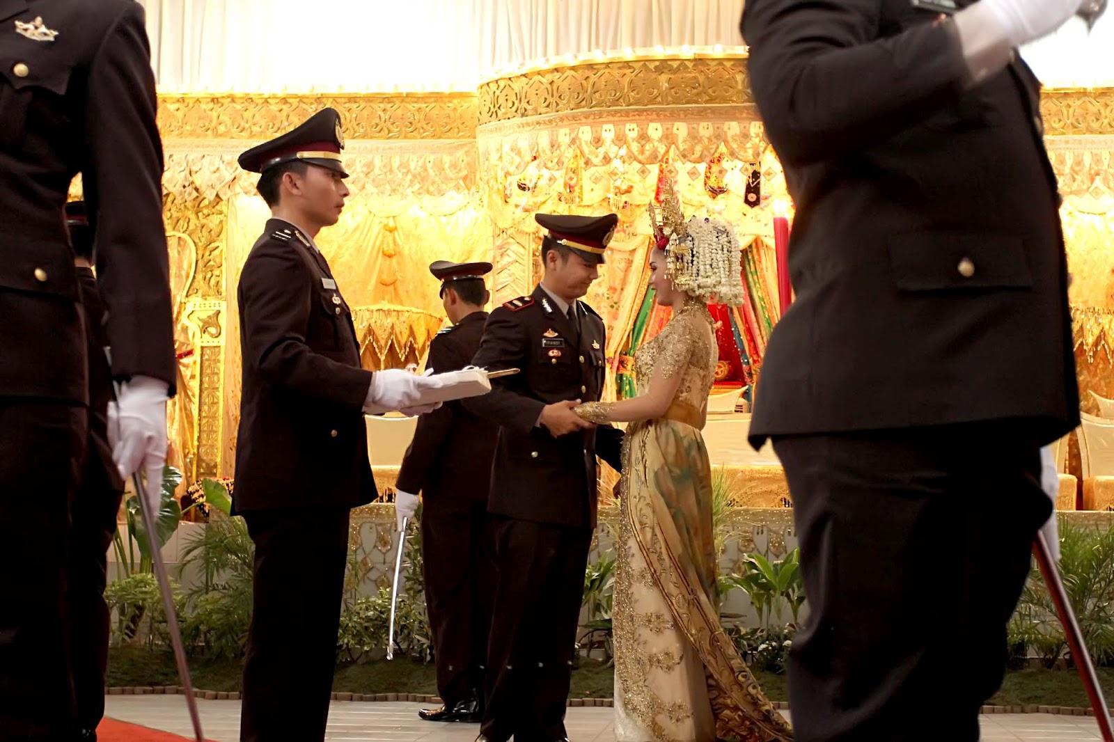 Diposkan oleh Bejana Wedding Service di 23.37 Tidak ada komentar: