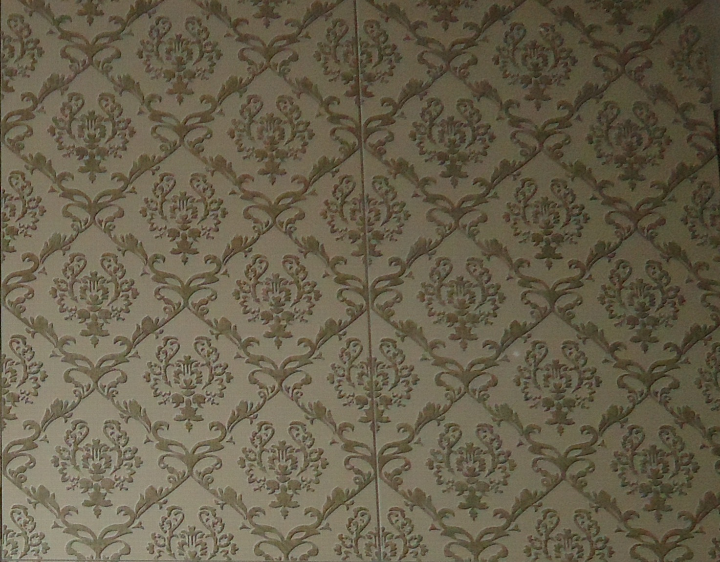 #49412D  ! ele é acetinado e tem textura de papel de parede coisa de louco 1473x1149 px reformar banheiro com papel de parede