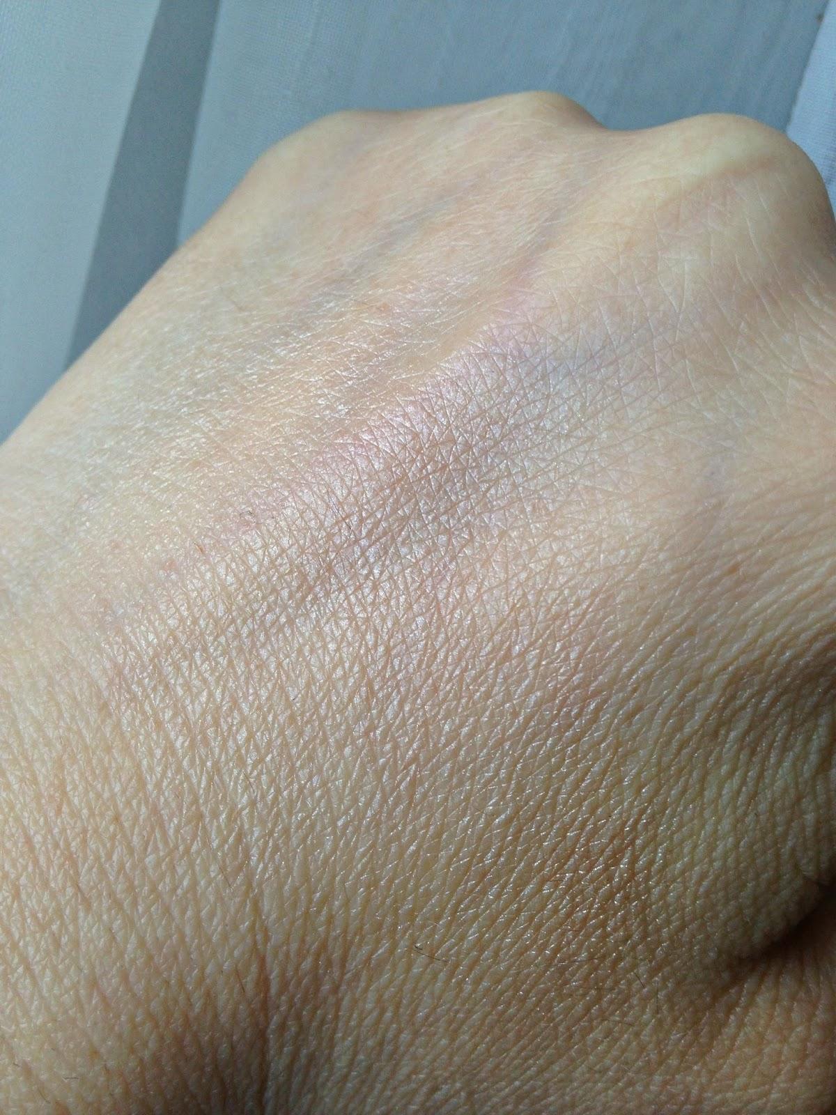 Benefit-Watt's-Up-highlighter-swatch-3