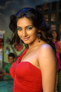 Ragini Dwivedi hot wallpaper