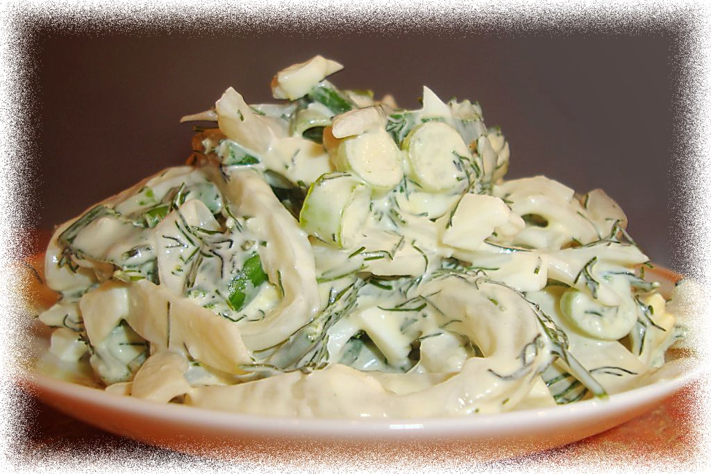 Салат из кальмаров с огурцами и сыром