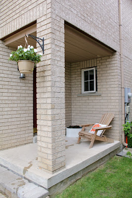 Front porch without railing