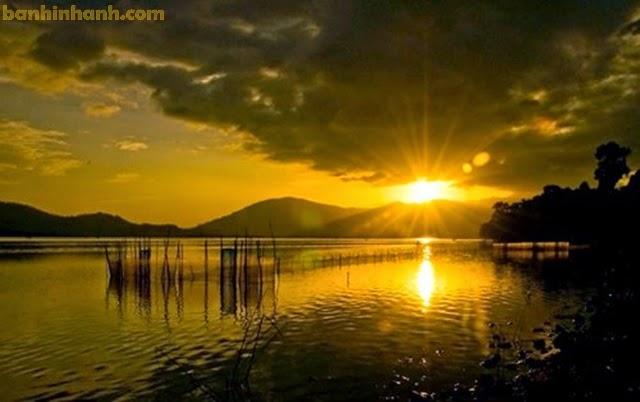 Hồ Lăk - Buôn Mê Thuột, cảnh đẹp hoàng hôn, nước hồ lấp lánh như dát vàng