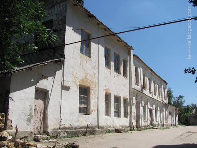 старинные корпуса больницы