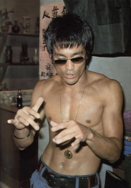 [Image: rare_photographs_of_bruce_lee_640_36.jpg]