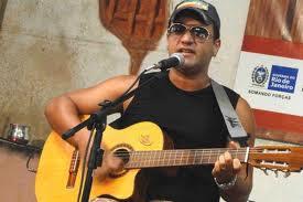 Cândido Neto canta no Cultura de Raiz