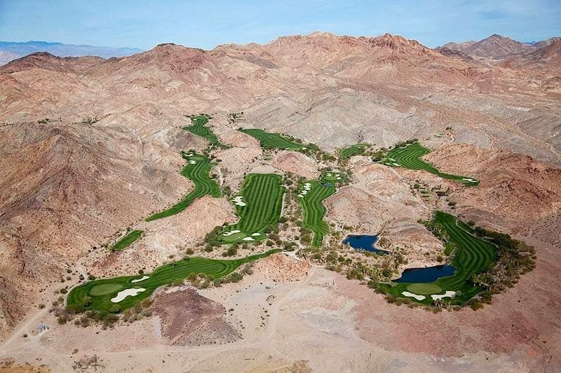 Golf oasis in the desert, Las Vegas, Nevada.