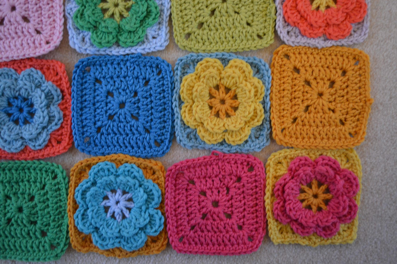 Crocheting Grandma : Crochet granny squares inspired by Rosehip