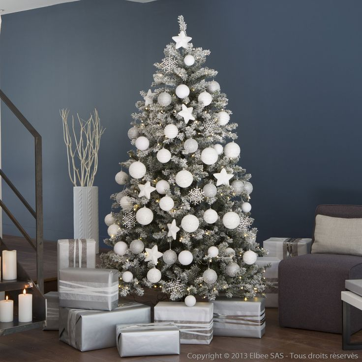 a red white christmas tree la ptite bulle d 39 elo. Black Bedroom Furniture Sets. Home Design Ideas