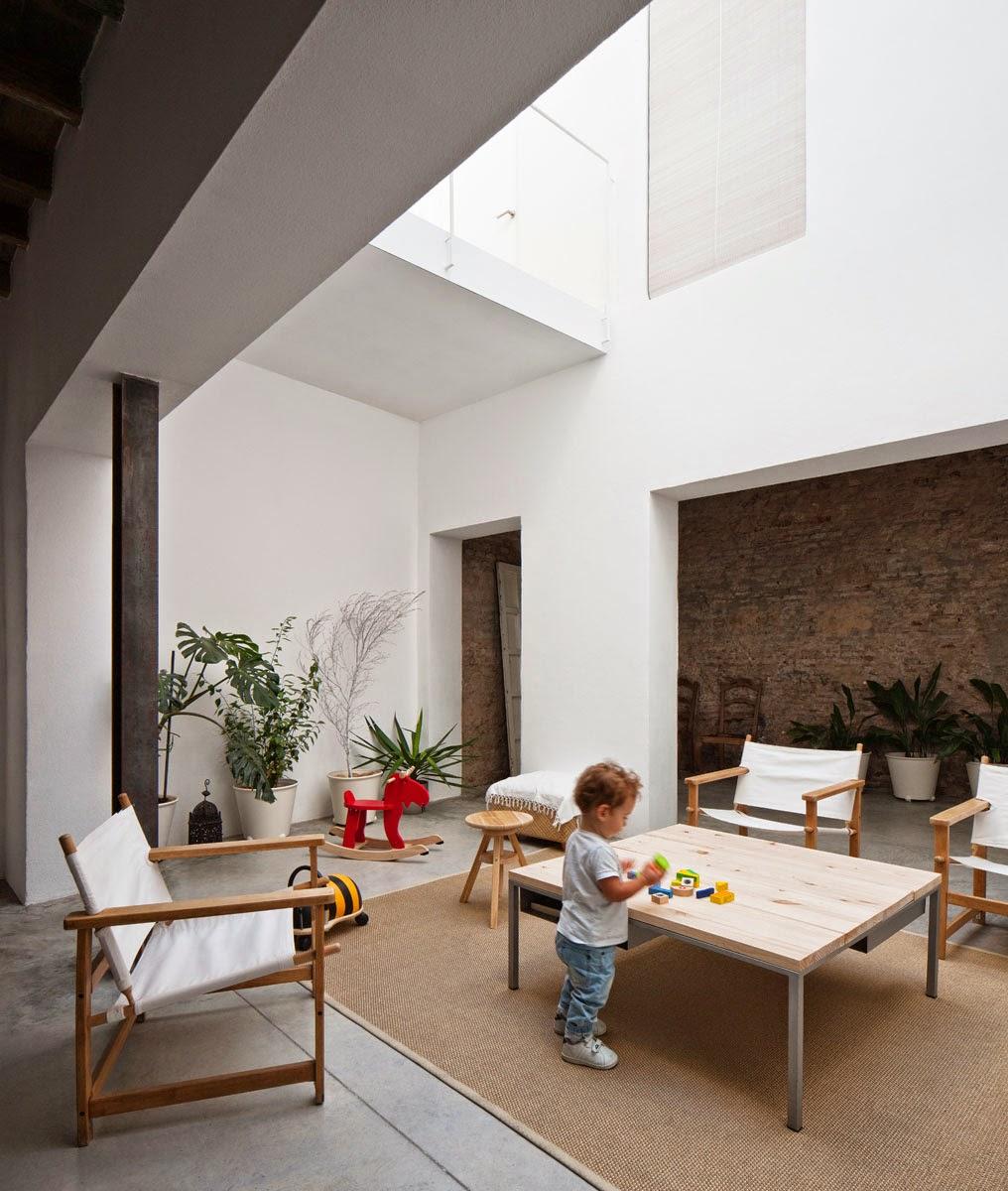 Casa en torno a un patio sol studio for Servicio tecnico jane sevilla calle feria