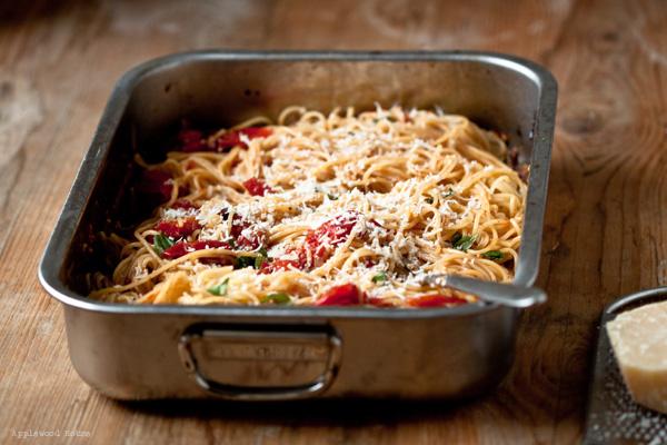 Spaghetti Tomaten geschmort Knoblauch Backofen