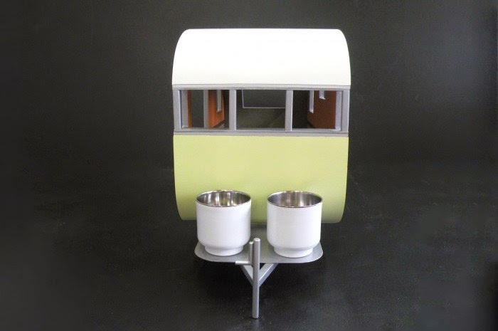 16-Dog-Gone-Judson-Beaumont-Straight-Line-Designs-Happy-Animals-in-Pet-Trailers-www-designstack-co