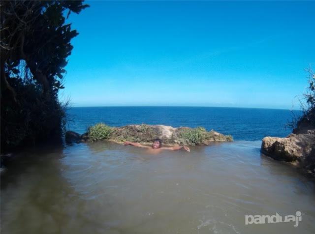 Infinity Pool Alami di Blitar