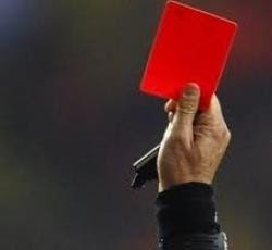 cartellino rosso arbitro guardalinee